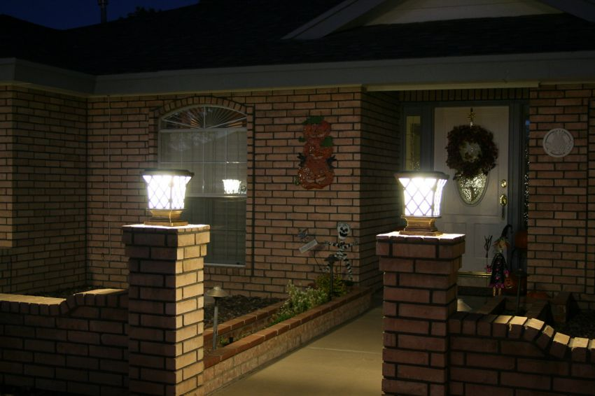 Premium Classic Solar Pillar Light In Bronze Yardbright